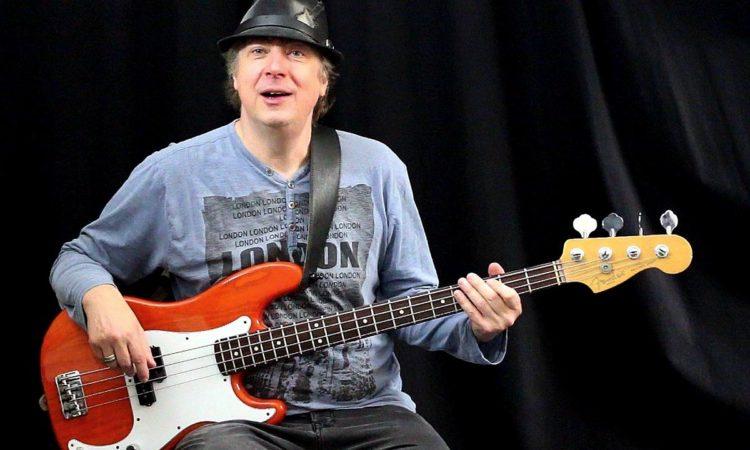 Tom Bornemann am Bass